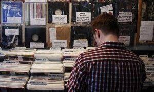 有名なレコード屋で正直「誰なのかわかんね~!」って品揃えでも変に知ってるような顔したりしてね。@ ラフトレード