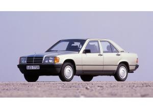 バブル期の日本では小ベンツと馬鹿にされた190Eですが、コスワース製のエンジンを搭載したり、マクファーソン・ストラット+マルチリンク式サスペンションを採用した重要なモデル。そのコンセプトは「最善or無」という男臭い内容。