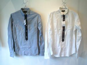 便利な白シャツ、ワークっぽい着こなしにも使える青シャツ。