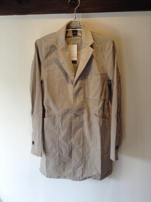 インナーは派手なシャツでもボーダーでも無地でもパーカーでも。