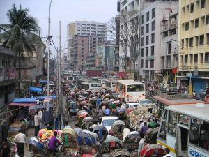 子供とバドミントンしたら数百人に囲まれた街ダッカ(笑)